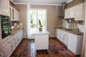 Cuisine Résidence Romaric - Équipé - Salle de réception - Frigo - Lave vaisselle - Four