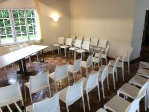 Disposition chaises salle de réception - Meeting - Réunion - Présentation - Résidence Romaric
