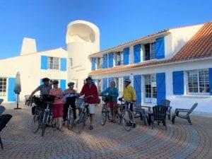 Sortie vélo seniors - Terrasse de la résidence - Soleil