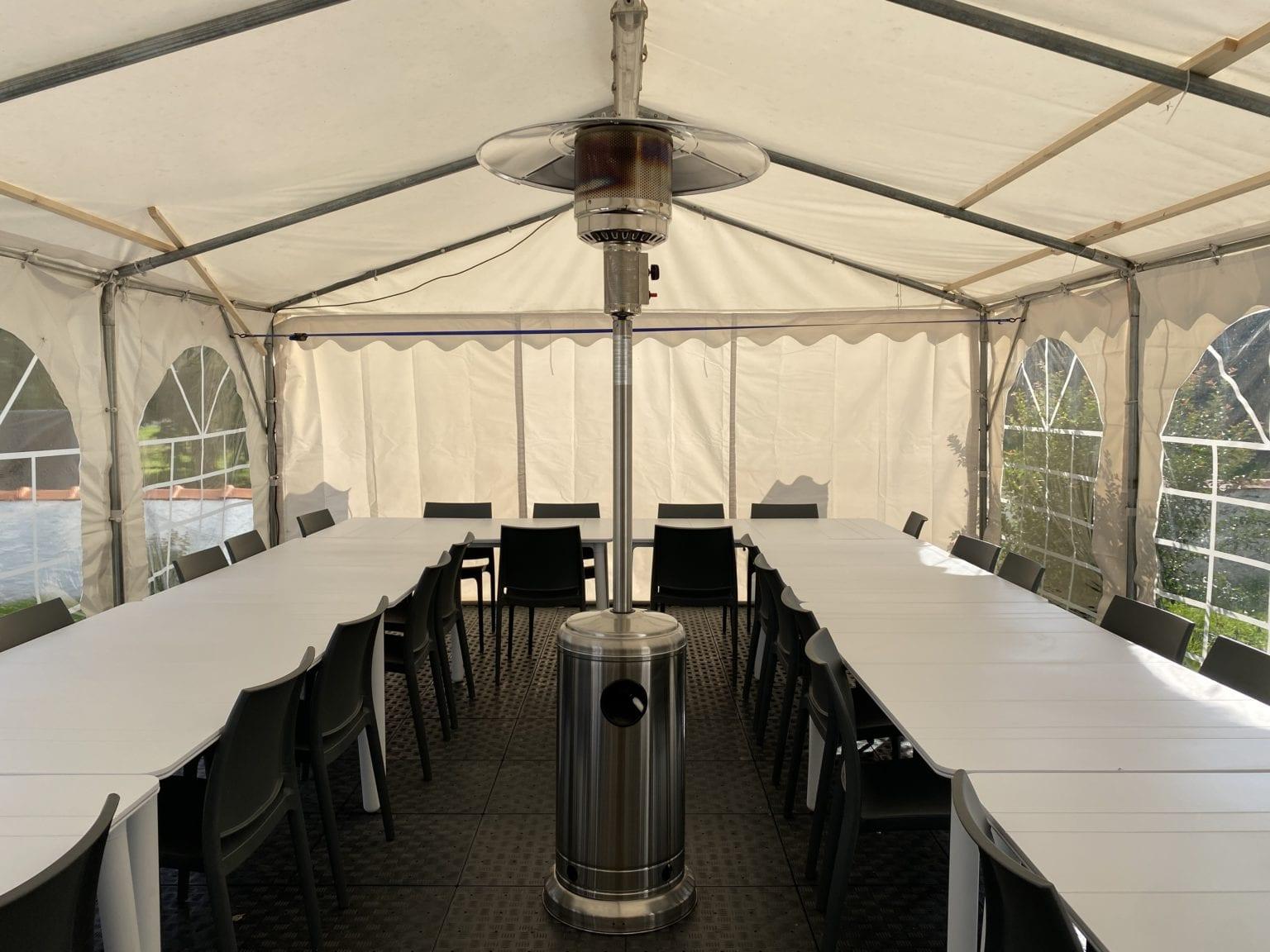 Salle de réception extérieure Résidence Romaric - Chauffage - Couvert - Grande table