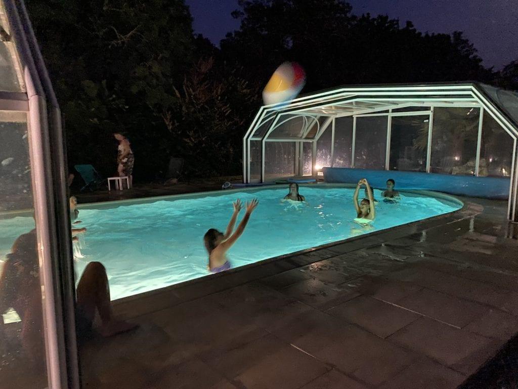 Piscine ouverte de nuit Résidence Romaric - Chauffé - Résidence de vacances - jeux de ballons